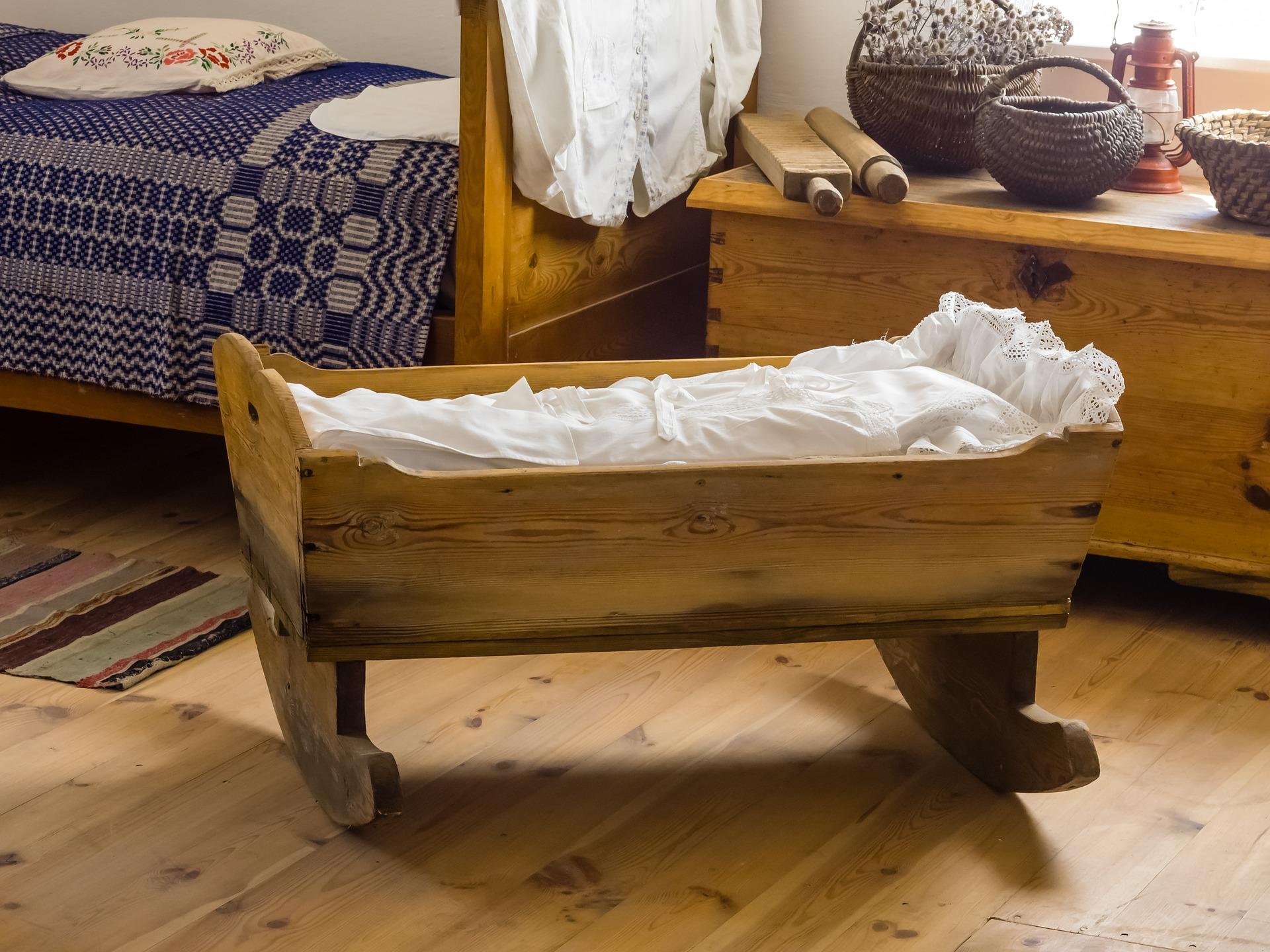 cradle-770287_1920
